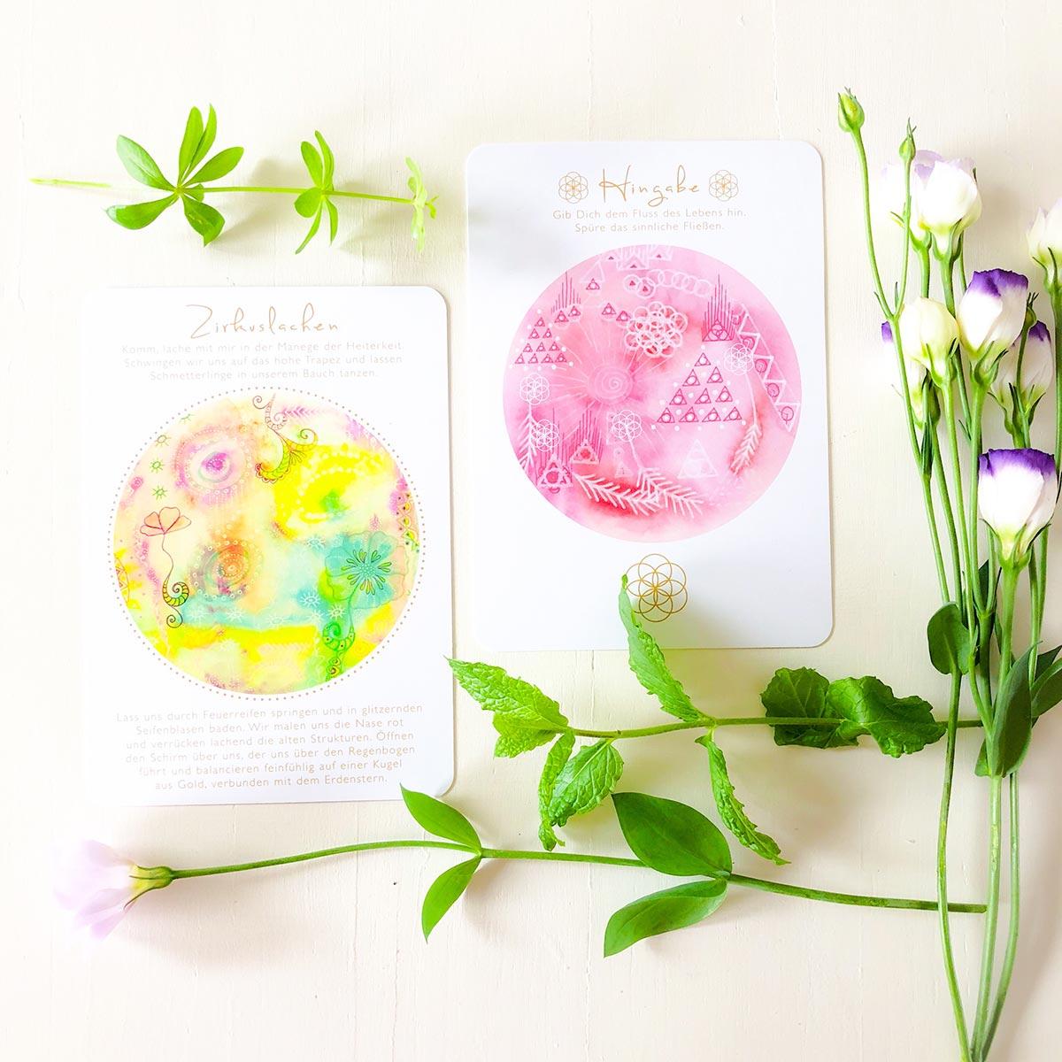 Orakelkarten und Blumen